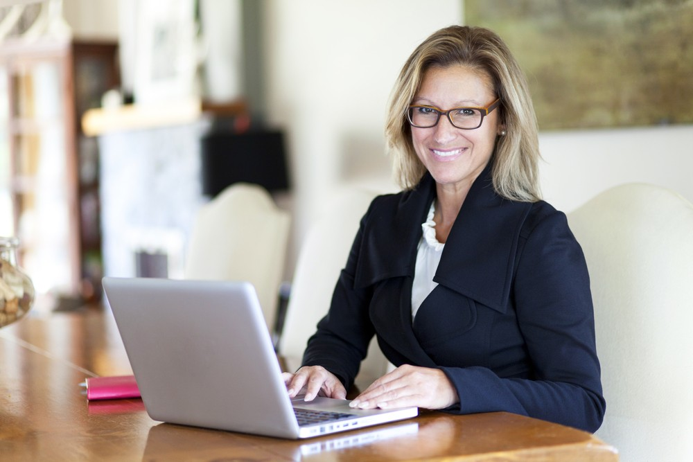 What Women Consultants Need To Know Before Investing in Online Learning
